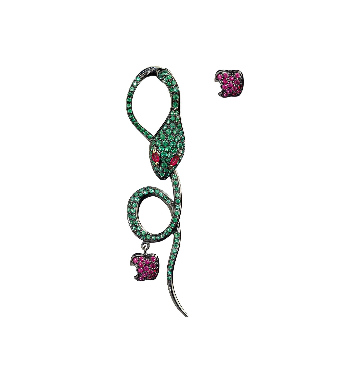 Monorecchino in oro rosa, smeraldi e rubini