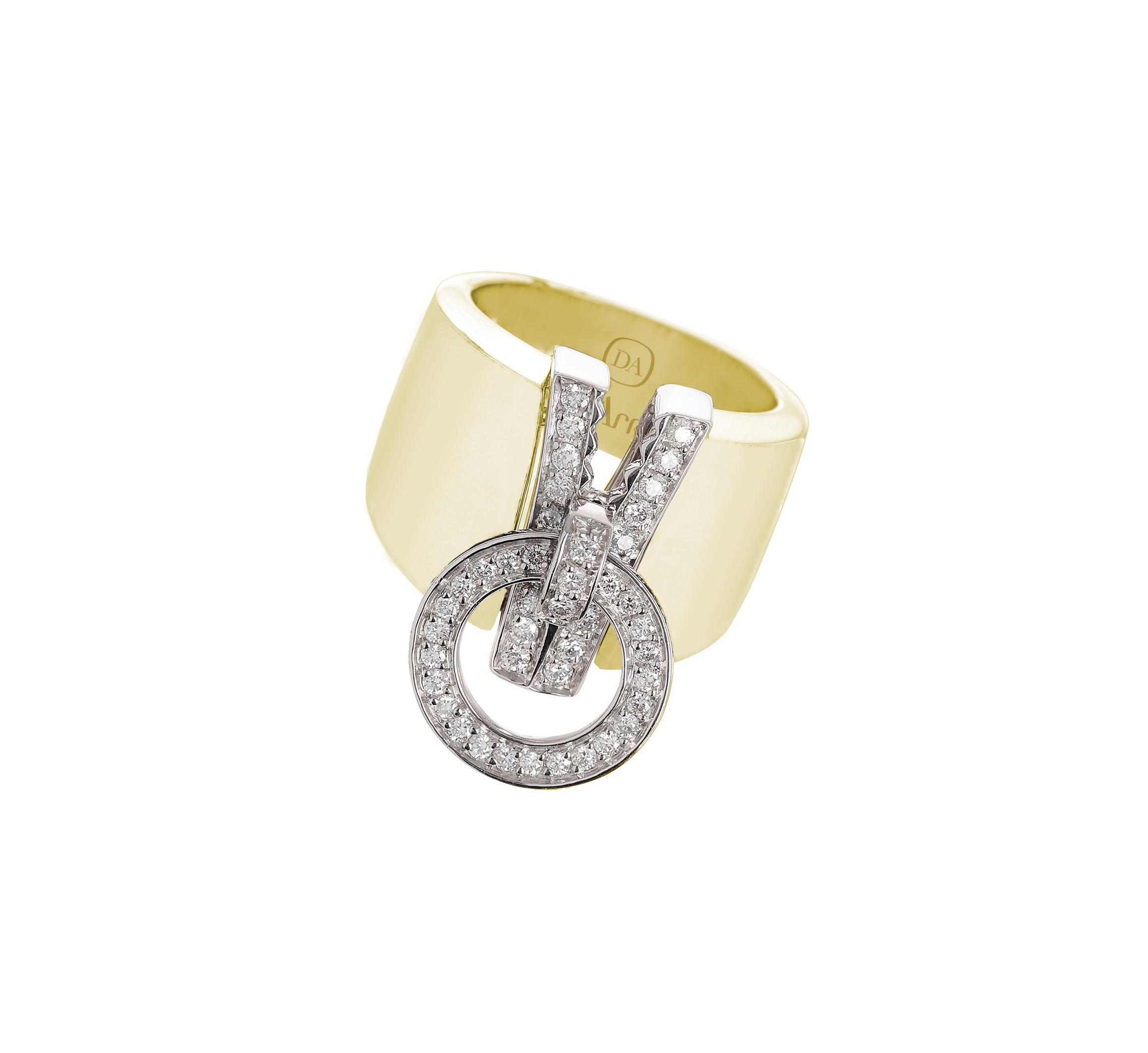 Anello in oro giallo pallido e diamanti