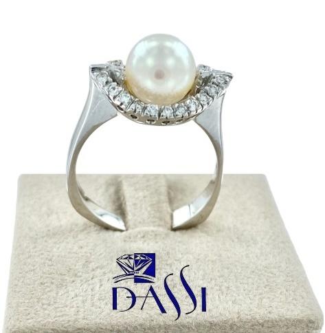 Anello in oro bianco 18kt evileye  a forma di occhio con incassati diamanti e perla bianca centrale