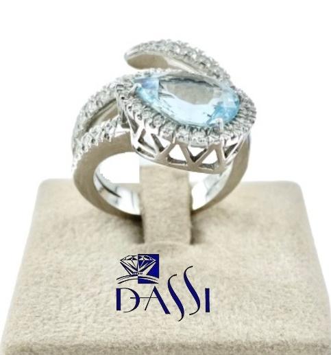 Anello in oro bianco  a spirale  con acquamarina e diamanti