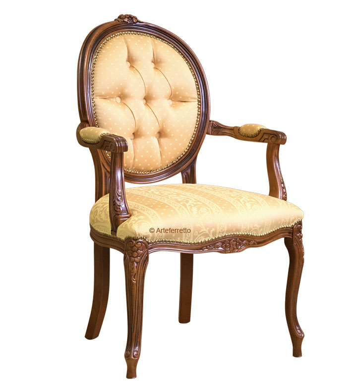 Buttoned armchair oval backrest