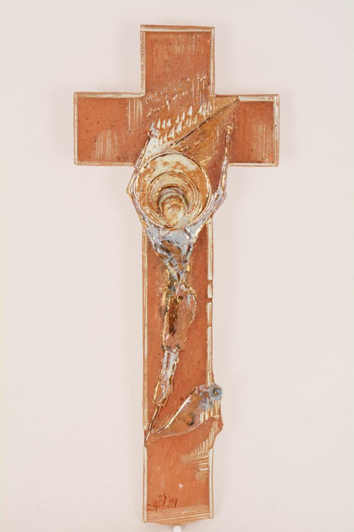 Croce terracotta con smalti dorati cm 21x10