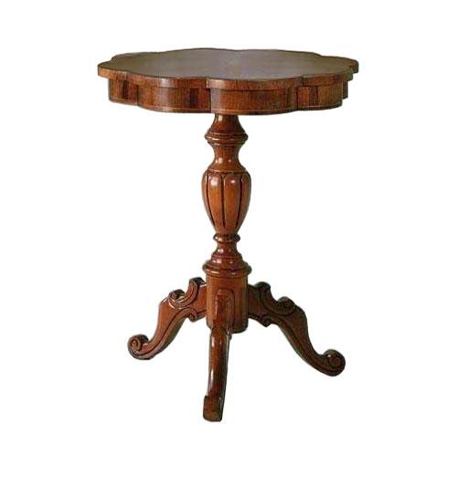 Klassischer Tisch mit Intarsie