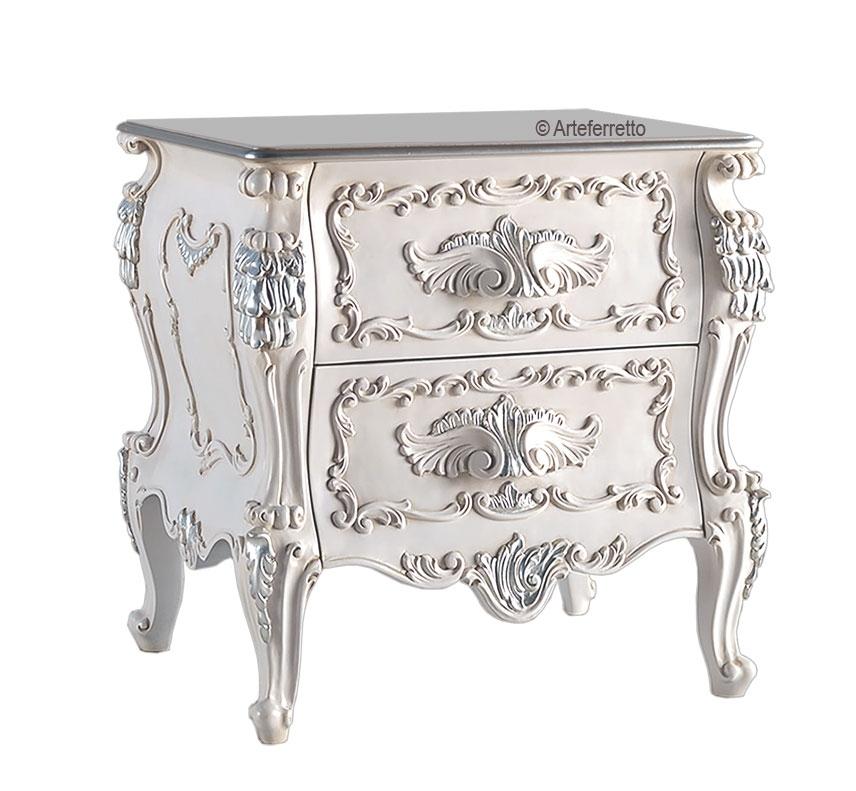 Table de chevet sculptée