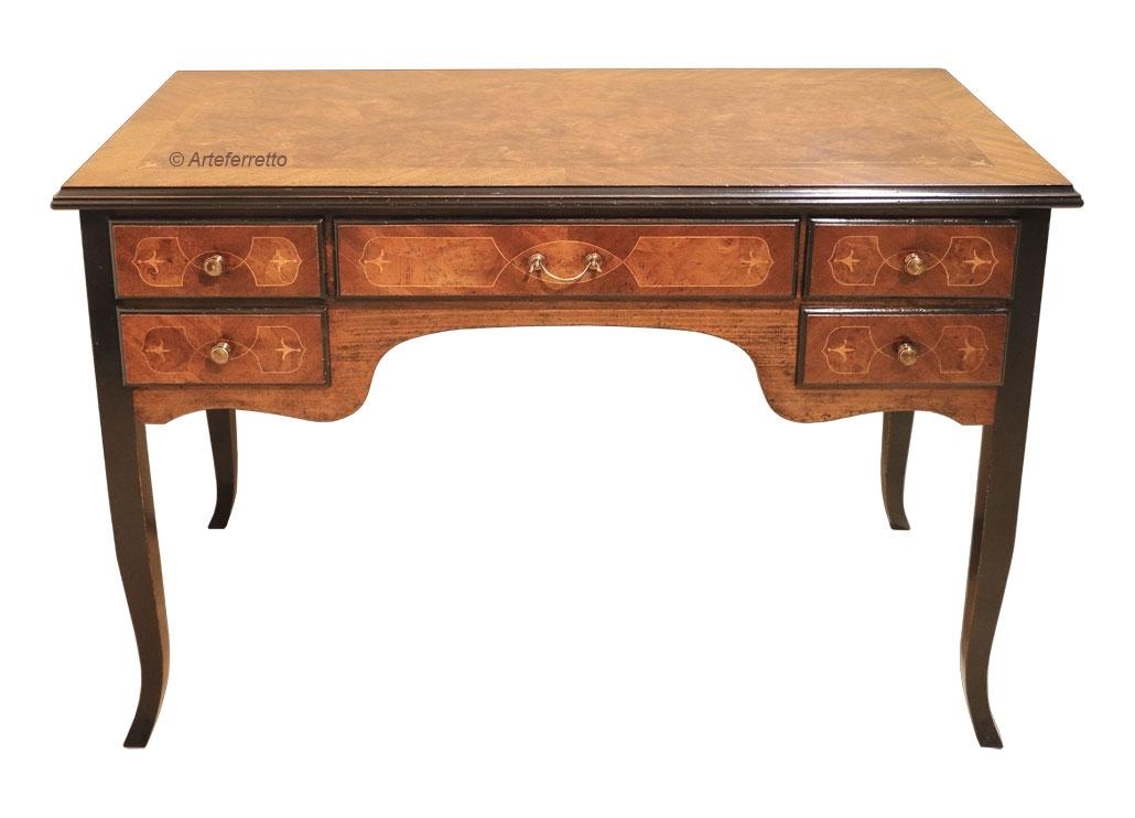 Erstklassiger Schreibtisch mit Intarsie