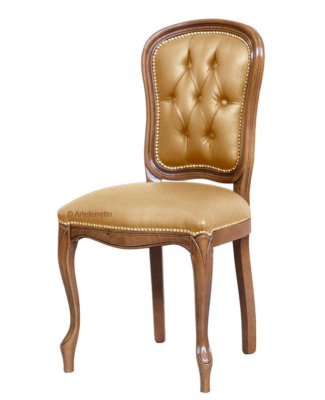 Stuhl mit Knöpfen klassisch aus Holz UP