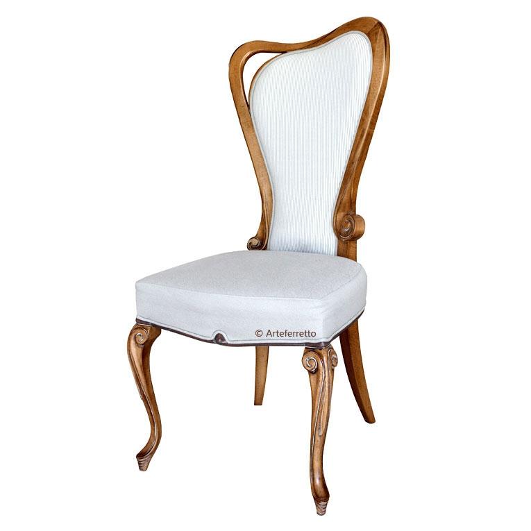 Chaise bois et tissu forme sinueuse élégante