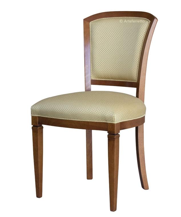 Chaise rembourrée pieds pointus