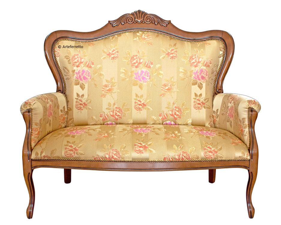 Canapé classique sculpté