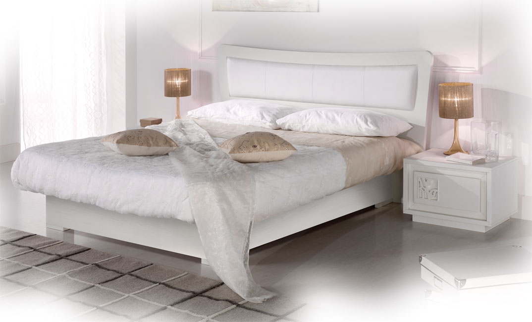 Doppelbett mit Stauraum