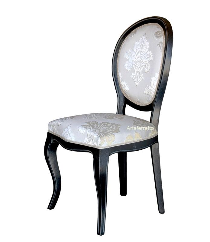 Chaise classique de type médaillon