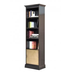 Hoher Bücherschrank