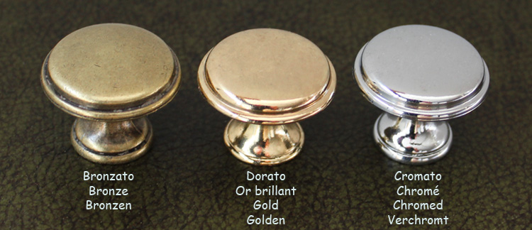 Beispiele von Knöpfen in Farbe Bronze, Gold, und Verchromt.