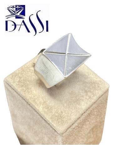 Anello a fascia in argento 925 rodiato lucido con centrale rettangolare inciso a X