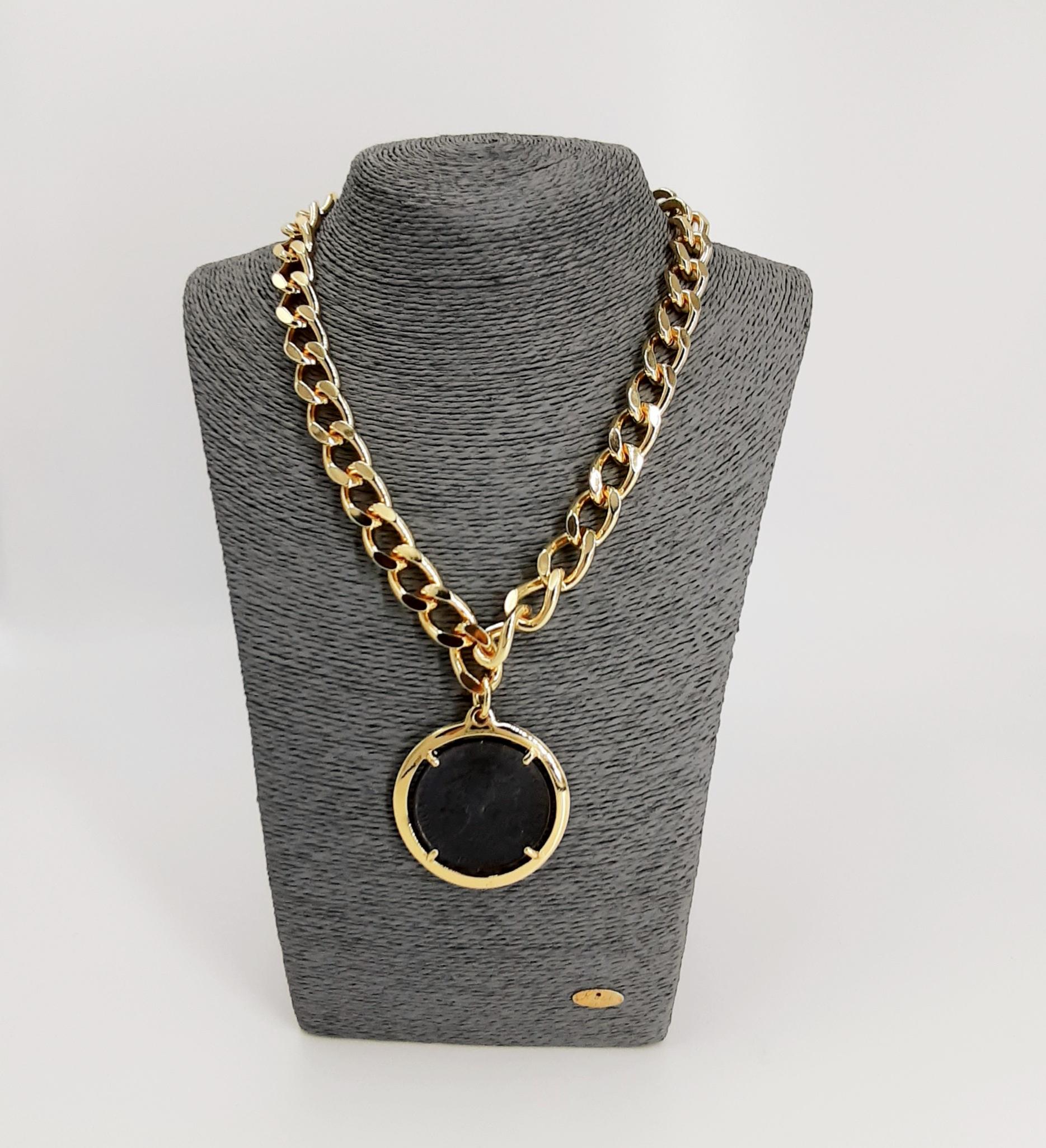 Collana a catena ciondolo moneta placcata oro Francesca Bianchi Design.