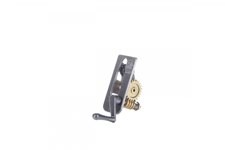 Cable winch for square poles