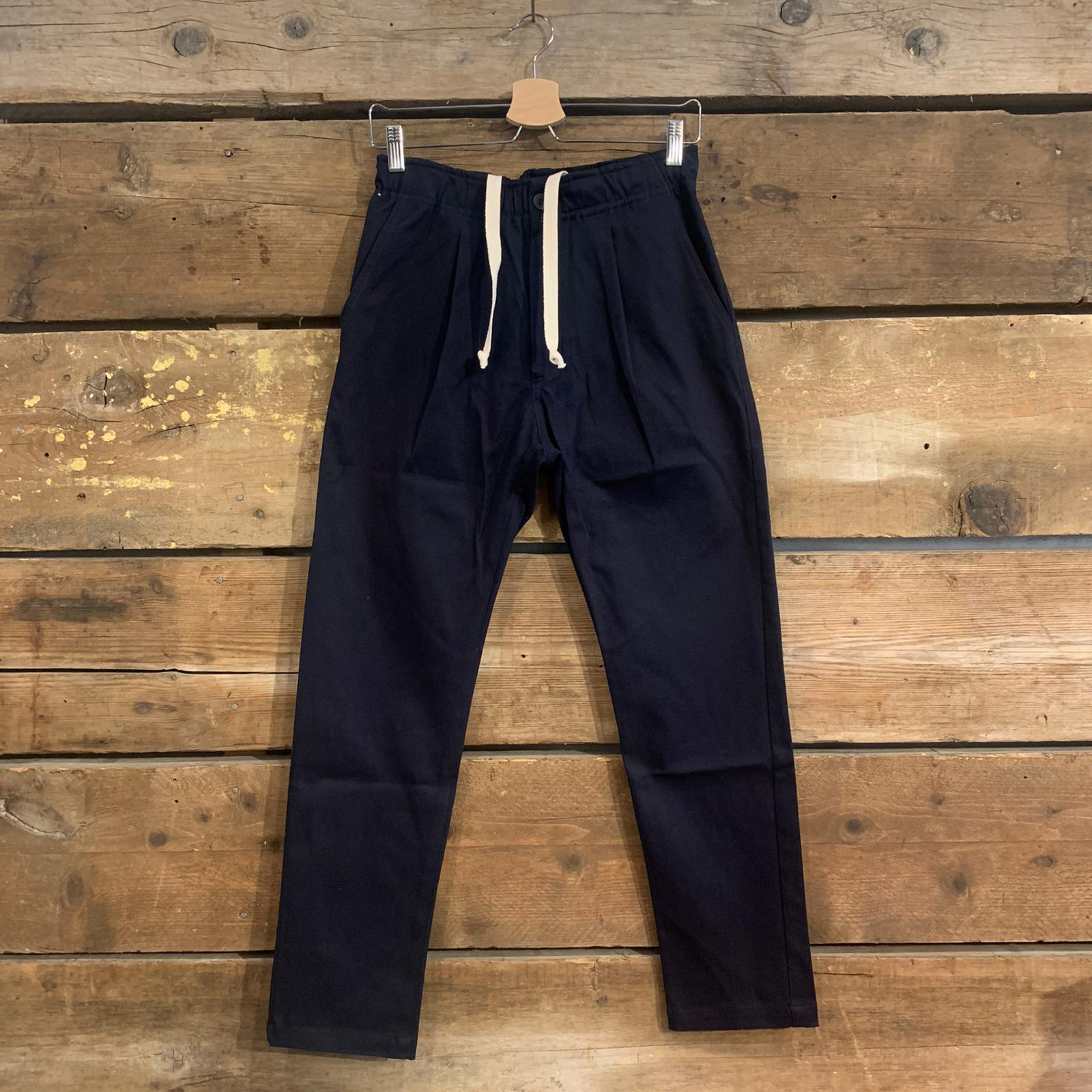 Pantalone Bakery Lowan Gabardine Con Bottone E Coulisse Blu Navy