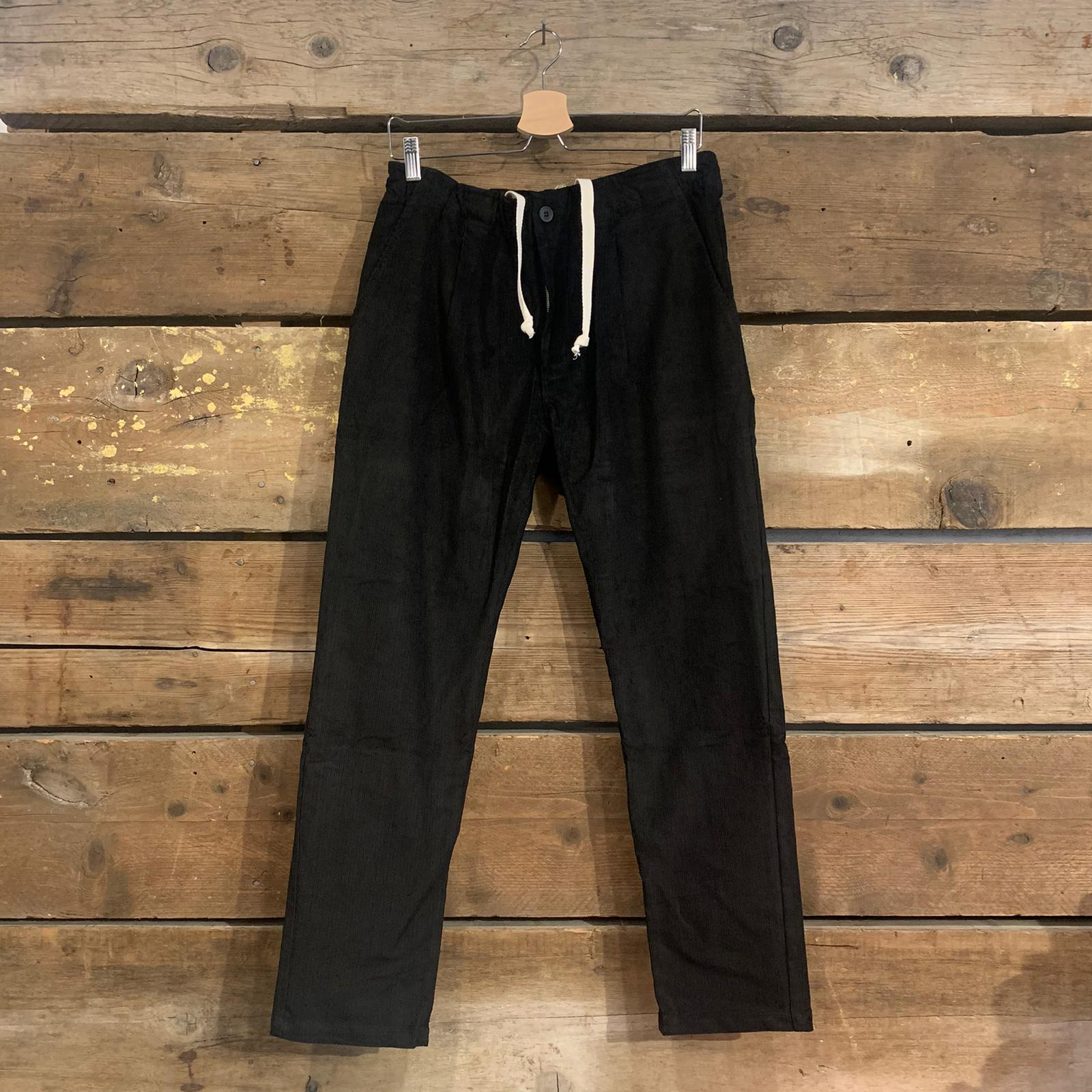 Pantalone Uomo Bakery Lowan In Velluto A Costine Nero Con Pence, Bottone e Coulisse
