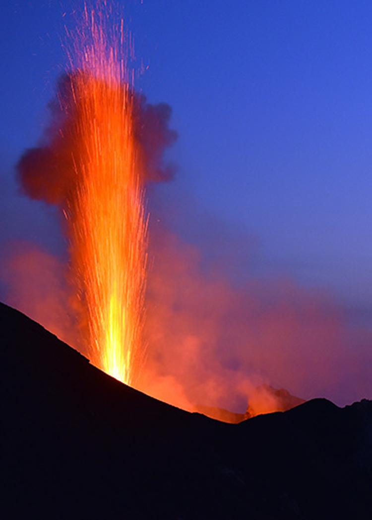 Garmont - Trekking a Stromboli, sul cratere del vulcano