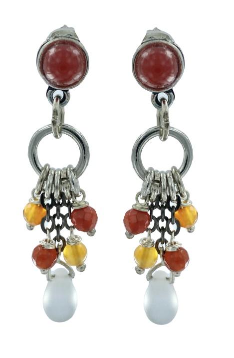 Orecchini pendenti con perno in ottone color argento antico con cabochon di vetro color mattone.