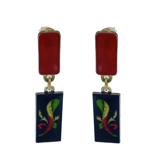 Orecchini pendenti con perno rettangolare smaltato che richiama i colori e la forma del pendente