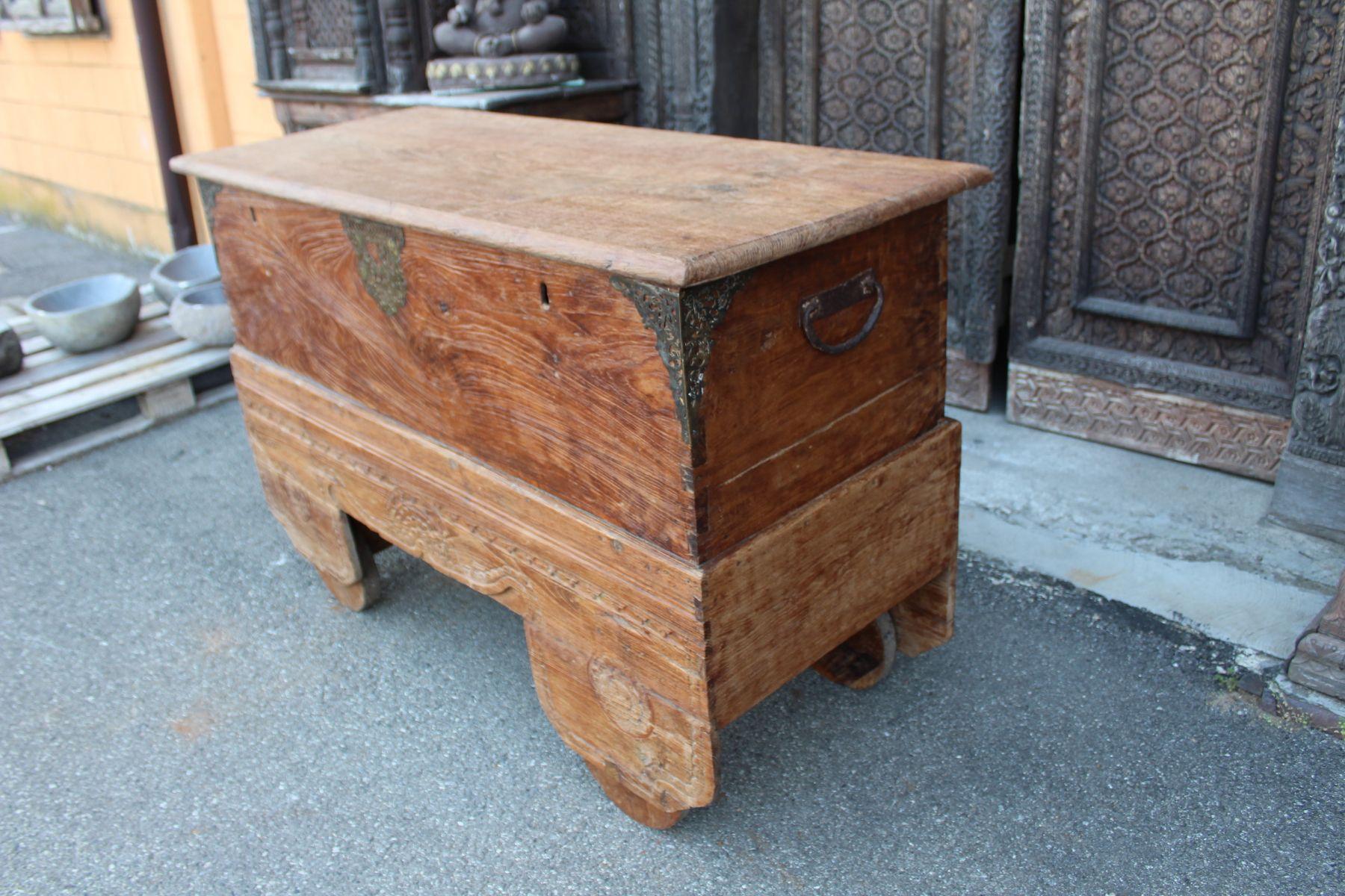 Baule in legno di teak con ruote