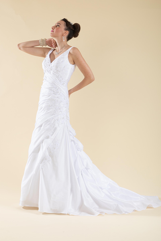 Abito sposa a sirena drappeggiato bianco.