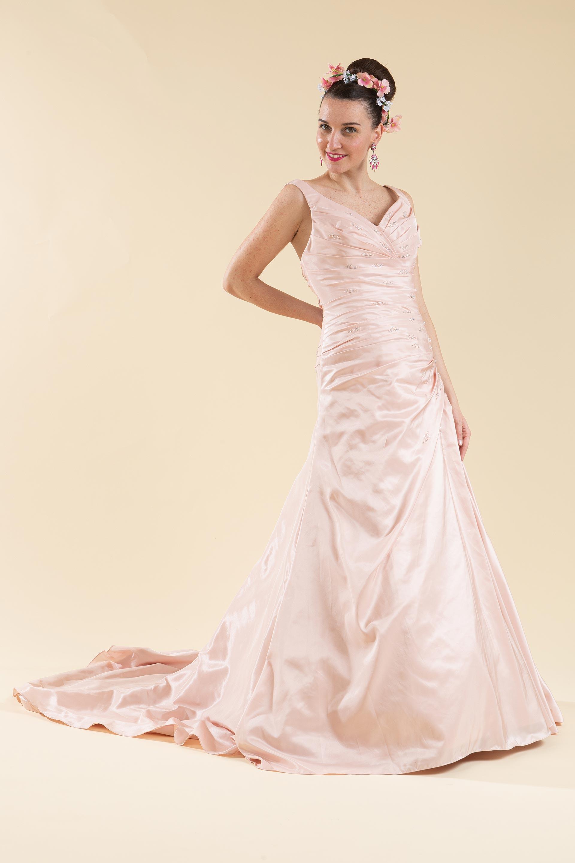 Abito sposa rosa drappeggiato.