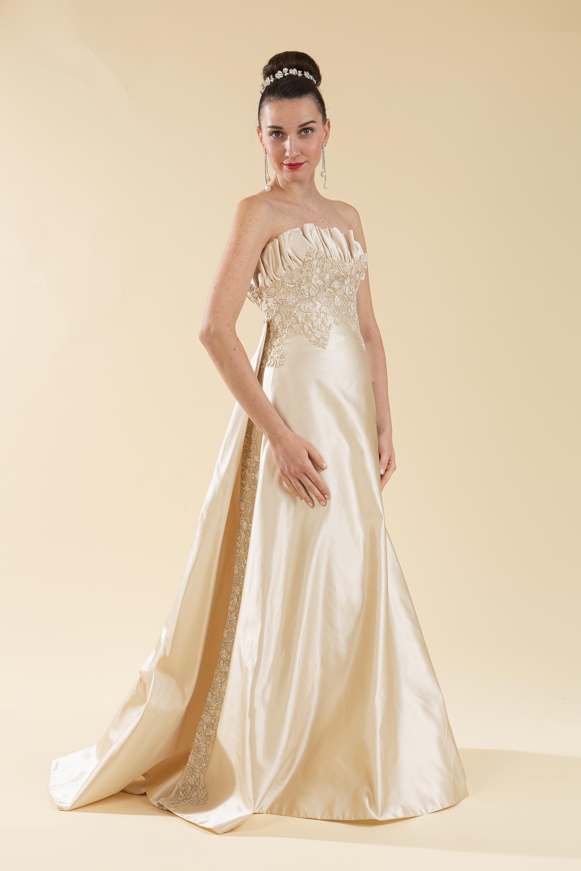 Abito sposa in raso duchesse oro.