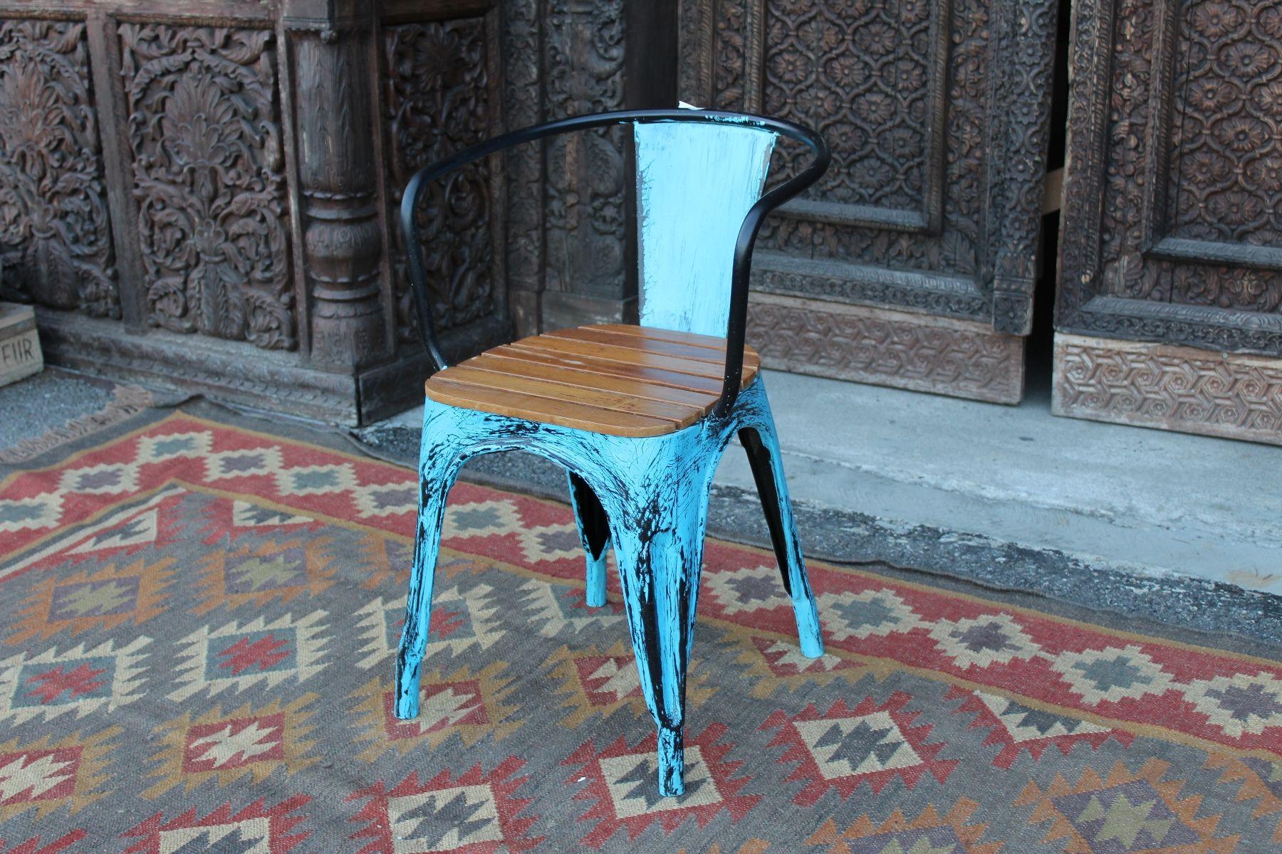 Sedia con braccioli in legno di teak e ferro dipinto turchese