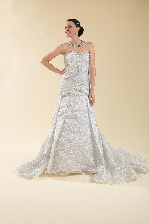 Abito sposa semi sirena grigio perla con ricami strass.