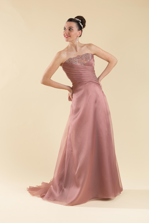 Abito sposa color rosa antico.