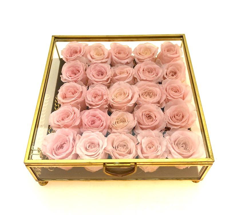 Cofanetto con mini rose stabilizzate