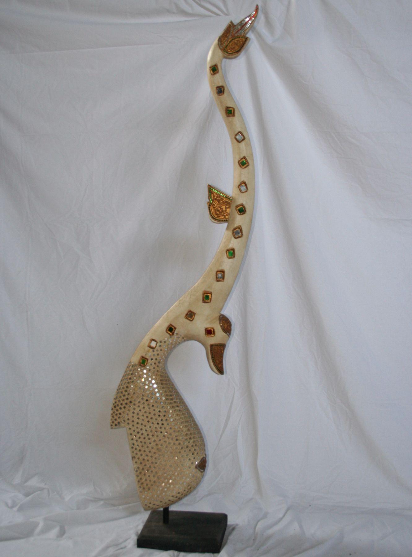 Garuda bianco intagliato in legno thailandese intagliato