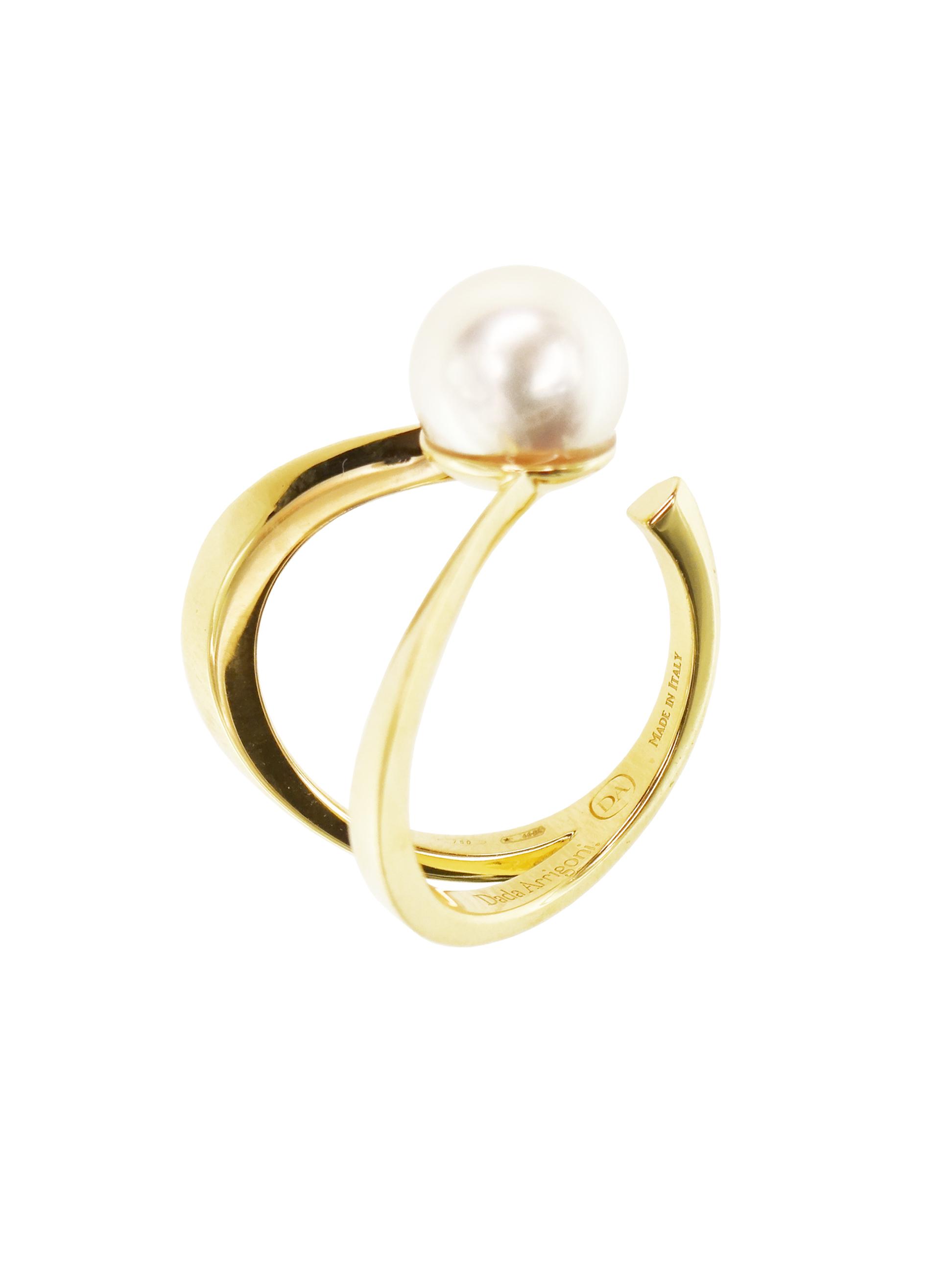 Anello in oro giallo con perla Akoya
