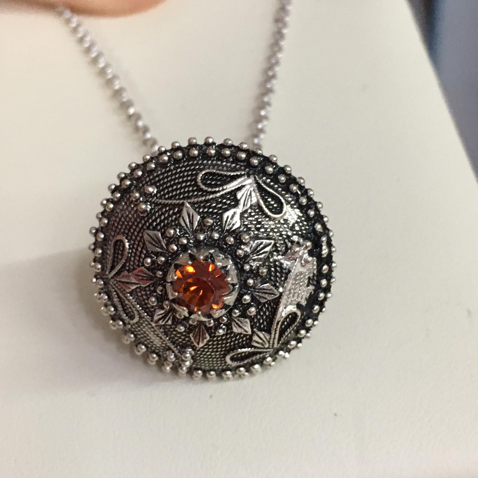 Collana in filigrana argento con bottone sardo brunito e pietra  color ambra