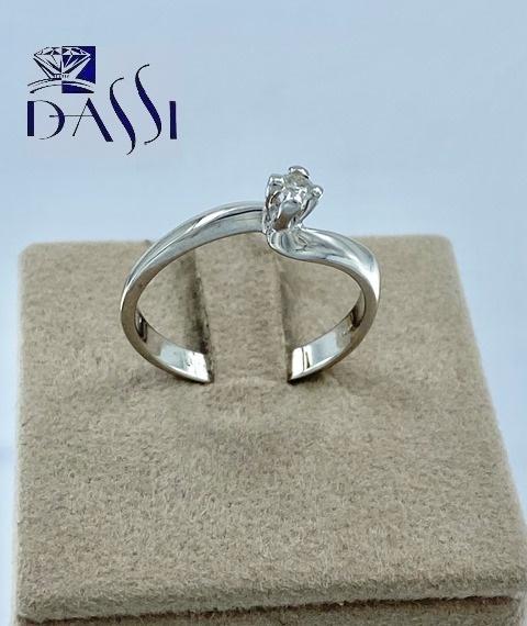 Anello solitario in oro bianco 18kt con diamante da 0.07 kt
