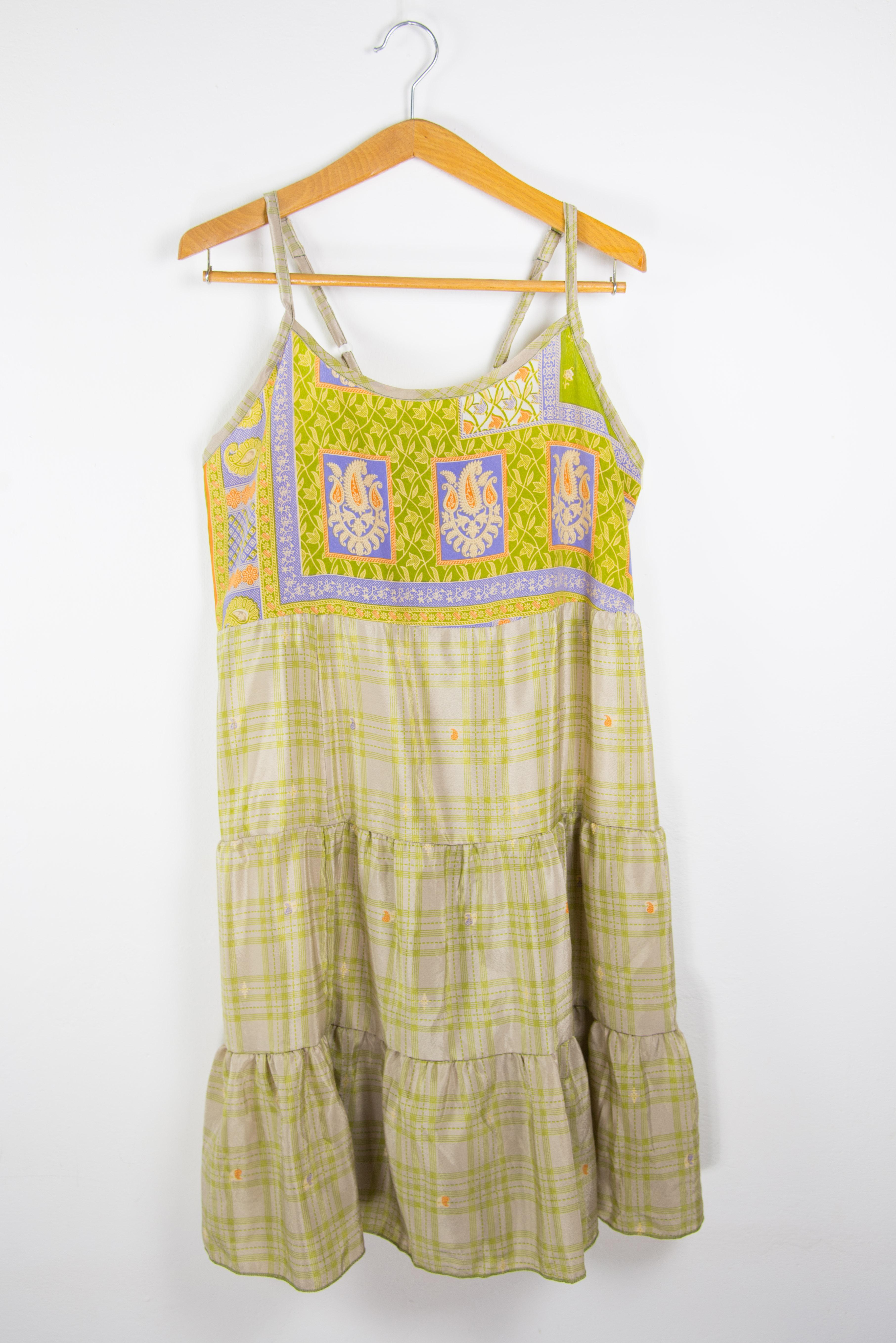 Abito semplice senza maniche. Abbigliamento donna online