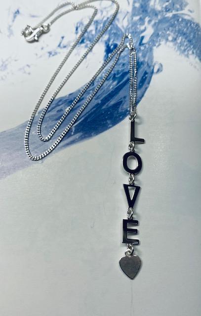 Collana in argento ciondolo lettere love