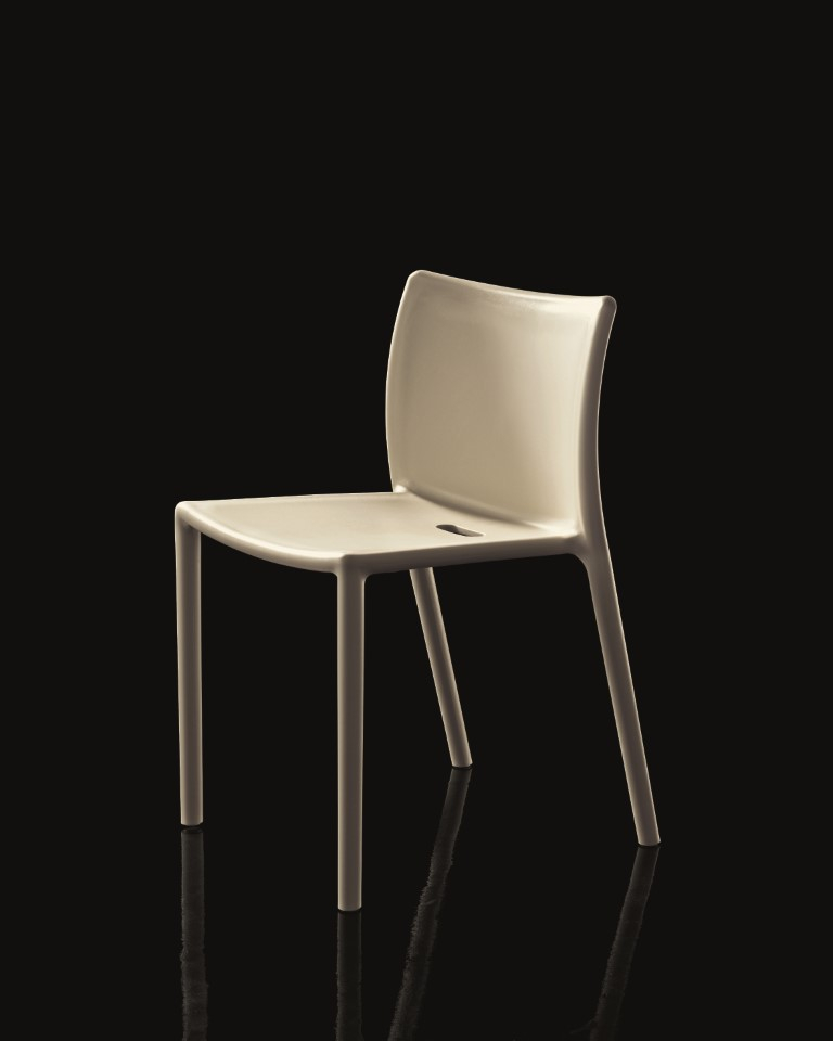Sedia Air Chair, Magis. Impilabile, in polipropilene bianco