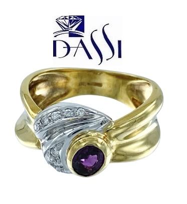 Anello a fascia  in oro giallo 18kt con diamanti e rubino ovale