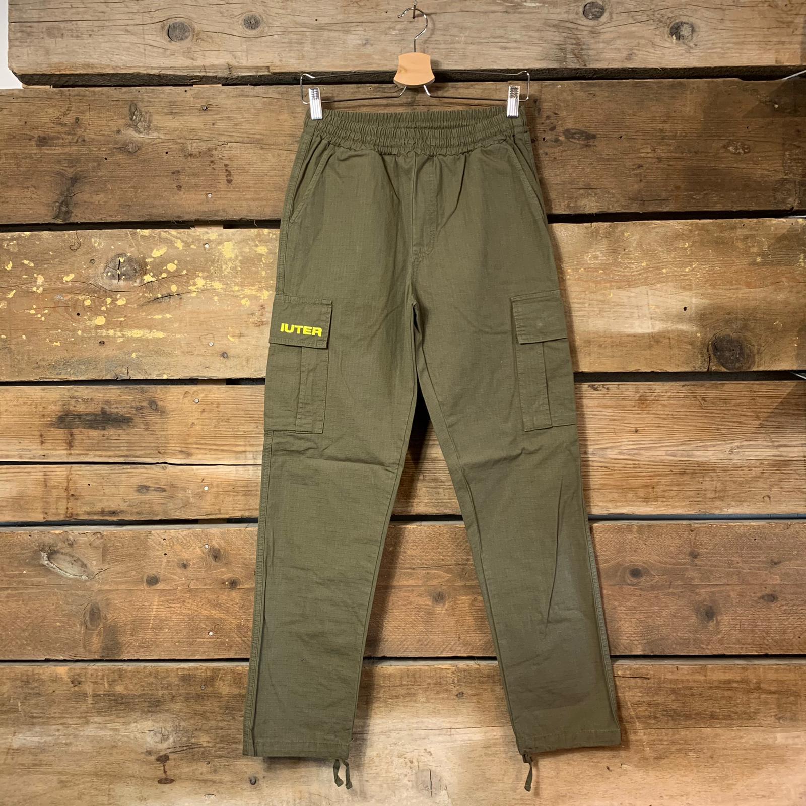 Pantalone Iuter Cargo Verde Militare Con Tasconi Laterali E Coulisse Sul Fondo