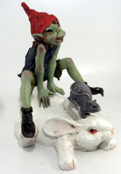 Pixie grande in resina con coniglio