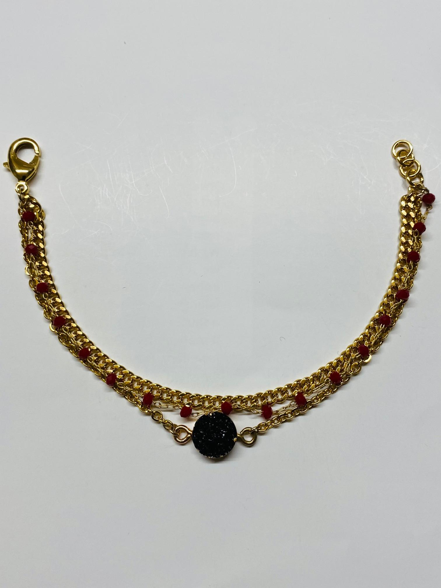 Bracciale in ottone galvanizzato , microcristalli rossi e pietra nera
