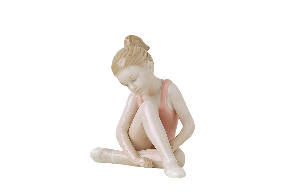 Royal Class - Ballerina streching in porcellana