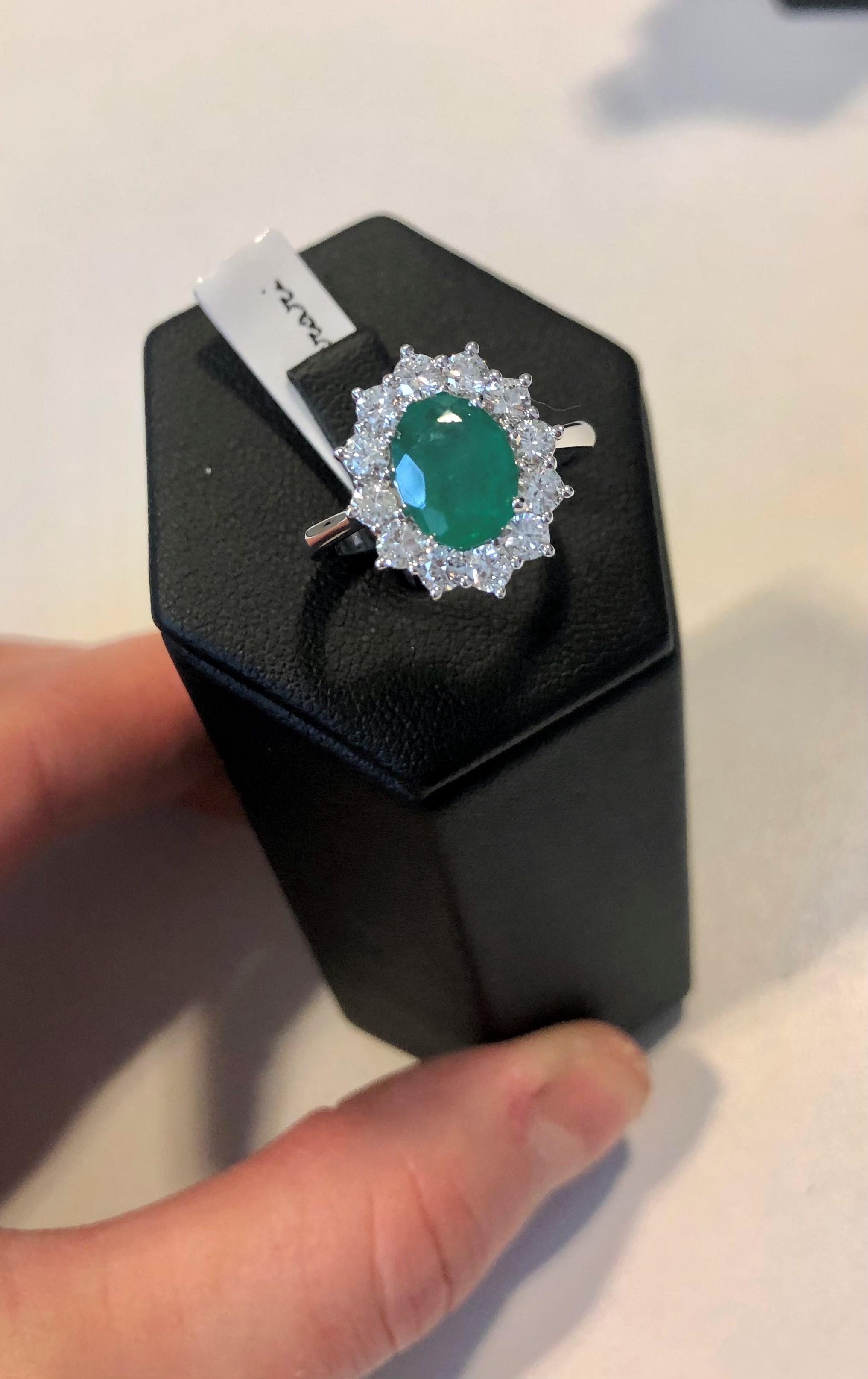 Anello in oro bianco diamanti e smeraldo linea Ferrari
