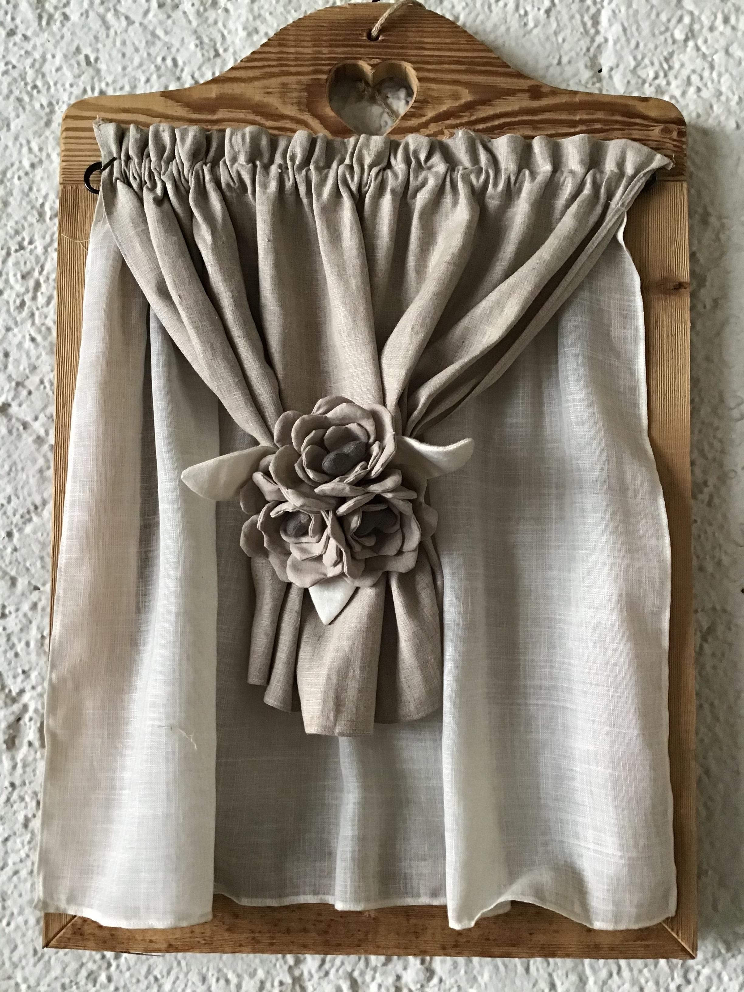 Cartamodello tendina con gardenie centrali