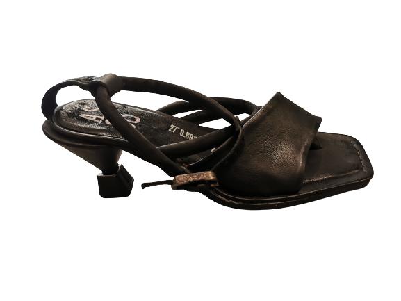 Sandalo donna |in pelle nera | tacco a rocchetto 5 cm | fascia anteriore| infradito | chiuso alla caviglia | made in Italy