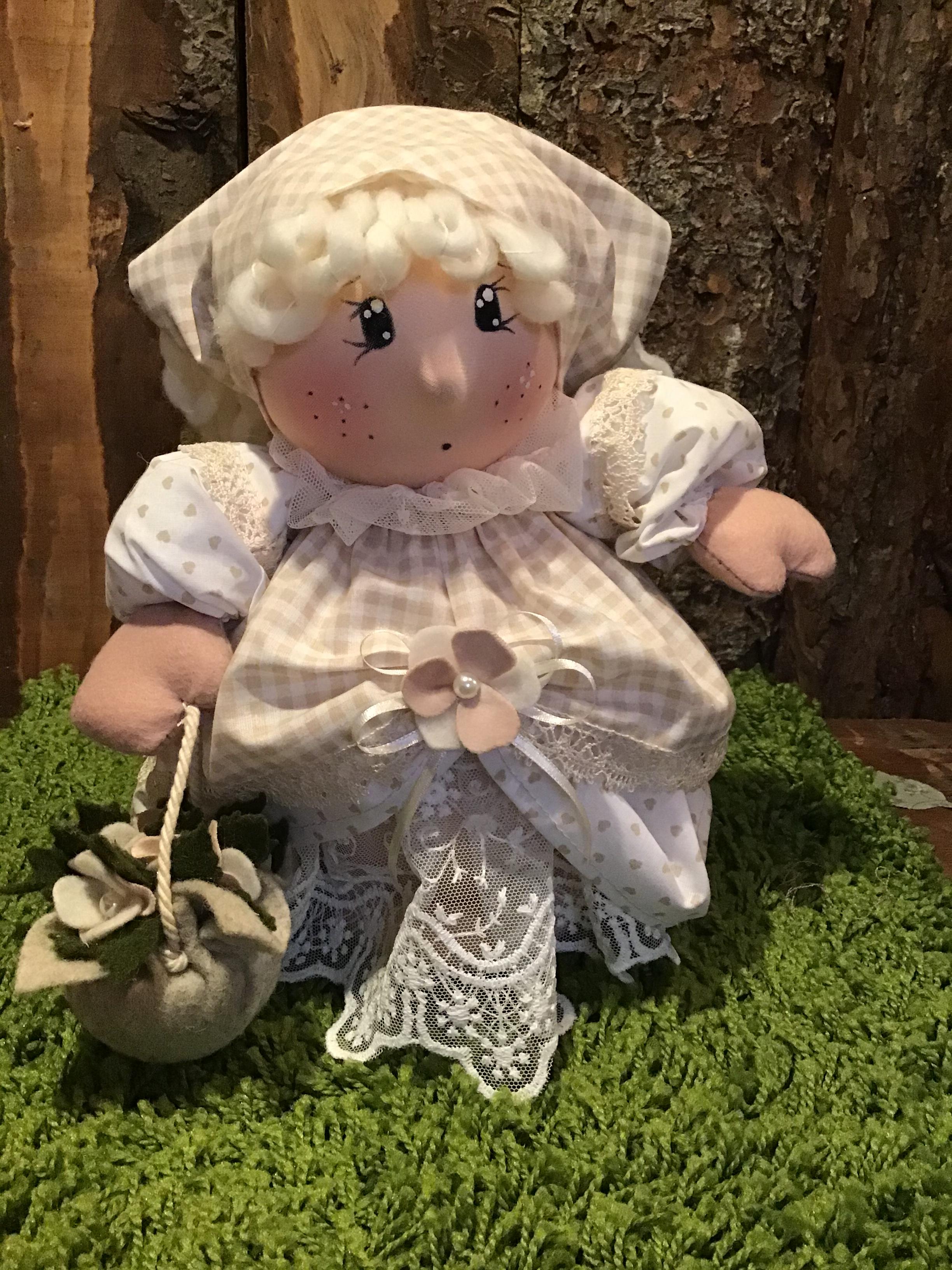 Cartamodello bambolina Nella