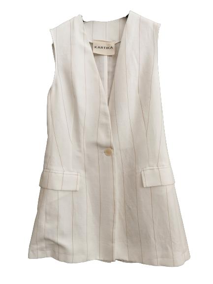 Gilet in lino gessato panna con tasca applicata   mono bottone sul davanti  lunghezza sui fianchi   modello affiancato   Made in Italy